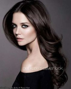 Makeup Tips and Tricks for Women with Dark Hair - Katie Holmes looks perfect here. I love the dark hair and fair skin! Katie Holmes, Cabello Color Chocolate, Pelo Cafe, Brown Hair Colors, Hair Colour, Layered Hair, Gorgeous Hair, Amazing Hair, Hair Dos