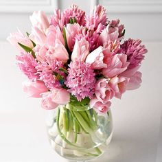 What a pretty bouquet of specialty tulips! They almost look like peonies with their feather like petals Arrangements Ikebana, Spring Flower Arrangements, Beautiful Flower Arrangements, Fresh Flowers, Colorful Flowers, Spring Flowers, Floral Arrangements, Beautiful Flowers, Hyacinth Bouquet