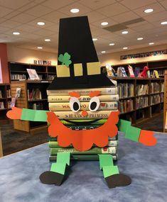 School Library Displays, Middle School Libraries, Elementary School Library, Library Skills, Library Lessons, Library Ideas, Library Bulletin Boards, School Librarian, Book Sculpture