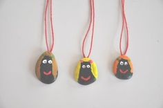 Rock necklaces - awesome idea