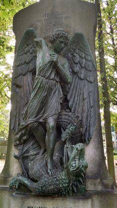 Erzengel Mikael im Invaliden Friedhof, Berlin