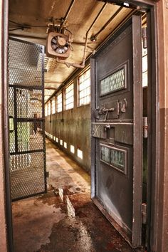 thick doors to death row abandoned prison Abandoned Prisons, Old Abandoned Buildings, Old Buildings, Abandoned Places, Spooky Places, Haunted Places, Abandoned Hospital, Urban Exploration, Green Building