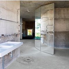 Interior Design Addict: Arno Brandlhuber's Potsdam concrete villa - The all-cement bathroom, with fixtures by Kludi and Villeroy & Boch. Industrial Bathroom Design, Bathroom Interior Design, Modern Industrial, Bad Inspiration, Bathroom Inspiration, Bathroom Ideas, Cement Bathroom, Cement Walls, Open Bathroom