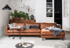 26 beautiful brown leather sofas make beautiful your living room 7 – Sofa Design 2020 Living Room Paint, Living Room Carpet, Living Room Sofa, Living Rooms, Brown Sofa Design, Grey And Brown Living Room, Brown Leather Sofa Living Room Decor, Boutique Deco, Brown Furniture