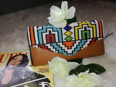 #Ndebele #NdebeleArt #BeadedPurse #beadwork Beaded Purses, African Art, Bellisima, Beadwork, Arts And Crafts, Tote Bag, Beads, Inspiration, Jewelry