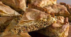 Μία ξεχωριστή κοτόπιτα από τον Άκη.Μία συνταγή κοτόπιτας με πολύχρωμες πιπεριές και μυρωδικά που θα σας ξετρελάνει.Βρείτε την συνταγή στο akispetretzikis.com