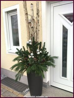 Christmas The post Christmas appeared first on Dekoration. Christmas The post Christmas appeared first on Dekoration. Christmas Urns, Christmas Planters, Outdoor Christmas Decorations, Christmas Holidays, Christmas Wreaths, Art Floral Noel, Winter Planter, Decoration Entree, Holiday Crafts