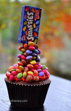 Après le Gravity cake, voici les &gravity Cupcakes& que j'ai fait à l'occasion d'un reportage au journal télévisé sur la chaine M6, si vous l'avez loupé, voici une vidéo montage de mon passage... PS: J'ai déjà mis le tutoriel complet sur Youtube, le voici: Bonne...