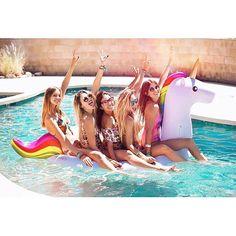 @shopbando if you were wondering how many people fit on our unicorn float... ( pic via #bandogirlgang member @stephaniedemner : @tomghiorzo) #girlspopup #bandofuninthesun 2016/04/22 12:05:39