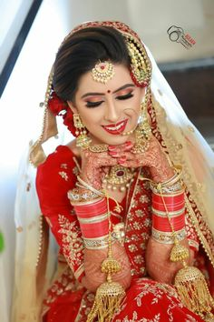 Indian Bride Photography Poses, Indian Bride Poses, Indian Wedding Poses, Indian Wedding Pictures, Indian Bridal Photos, Indian Bridal Fashion, Beautiful Indian Brides, Marie, Bright