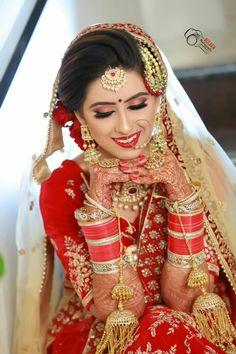 Indian Bridal Photos, Indian Wedding Poses, Indian Bridal Outfits, Indian Bridal Makeup, Indian Bridal Wear, Wedding Makeup, Indian Wedding Couple Photography, Bride Photography, Bride Poses