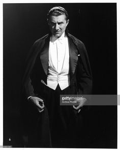 bela-lugosi-as-count-dracula-in-a-scene-from-the-film-dracula-1931-picture-id140651547 (822×1024)