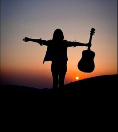Travel Alone Photography Freedom 70 Ideas { travel } Travel Alone Photography Freedom 70 Ideas Alone Photography, Guitar Photography, Silhouette Photography, Girl Photography Poses, Creative Photography, Nature Photography, Travel Photography, Foto Cowgirl, Music Lovers