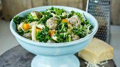 Suppe med kjøttboller, grønnkål og parmesan Squash, Sprouts, Vegetables, Recipes, Parmesan, Salt, Pumpkins, Gourd