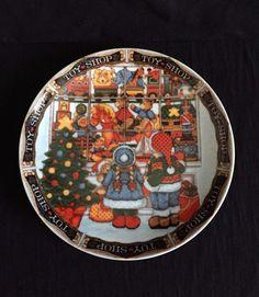 Royal Norfolk - The Village Toy Shop - Christmas- Salad Plate