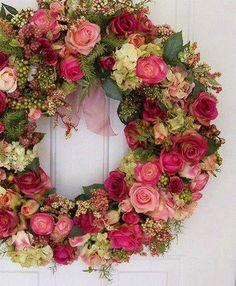 Very pretty wreath. Wreath Crafts, Diy Wreath, Door Wreaths, Couronne Diy, Corona Floral, Deco Floral, Floral Foam, Romantic Cottage, Romantic Homes