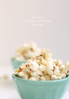 sea salt honey butter popcorn- making this for a snack TONIGHT! Gourmet Popcorn, Popcorn Recipes, Yummy Snacks, Healthy Snacks, Yummy Food, Tasty, Healthy Recipes, Delicious Recipes, Appetizer Recipes