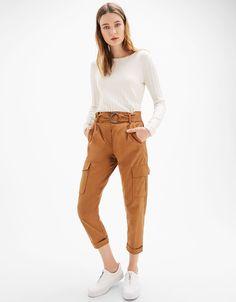 Pantaloni cargo serge cintura fibbia - Pantaloni - Bershka Italy