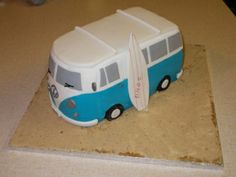 Camper Van Tutorial - Edible Artists Network - Cake decorating, tutorials, recipes a virtual meeting place for cake decorators and sugar artists. Camper Van Cake, Camper Cakes, Vw Camper, Hippie Cake, Bus Cake, Fondant Cake Tutorial, Cake Pictures, Novelty Cakes, Cake Decorating Tutorials