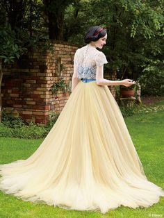 白雪姫 | プリンセスドレス | サードコレクション | ディズニー ウエディング ドレス コレクション Disney Wedding Dresses, Disney Princess Dresses, Disney Dresses, Elegant Dresses, Beautiful Dresses, Award Show Dresses, Frocks And Gowns, Types Of Gowns, Golden Dress