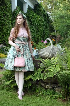Lovely evening at the Hovey Manor with my parents~ (the pictures were taken by my mother) Dress: Juliette et Justine Knit cape: Innocent World Ribbon: Jane Marple (came on another dress) Tights:...