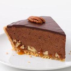 Chocolate-Glazed Turtle Pie Recipe - Kraft Recipes (Make in mini muffin cups for Christmas dessert bar? Tarte Caramel, Caramel Pie, 13 Desserts, Delicious Desserts, Yummy Food, Pudding Desserts, Pudding Recipes, Kraft Recipes, Pie Recipes