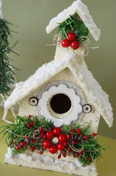 Christmas Birdhouse by Kristen Swain - Modern Design Christmas Bird, Christmas Home, Vintage Christmas, Christmas Wreaths, Christmas Decorations, Christmas Ornaments, Christmas Projects, Christmas Crafts, Birdhouse Craft