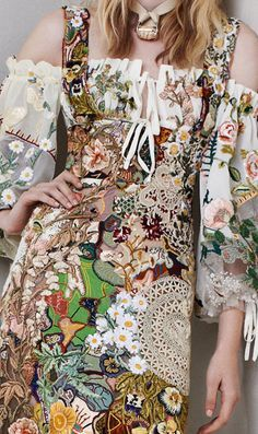Alexander McQueen Resort 2014 - there's something about this that I like, but at the same time.I hate it. It confuses me! Fashion Art, Runway Fashion, Boho Fashion, High Fashion, Womens Fashion, Fashion Design, Floral Fashion, Bohemian Style, Boho Chic