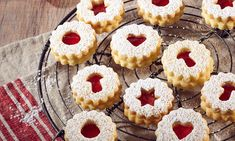 Christmas thieves - Christmas Spitzbuben recipes: Vanilla biscuits with ground almonds and jam at Christmas time – On - Vanilla Biscuits, Vanilla Cookies, Cookies Et Biscuits, Christmas Jam, Christmas Baking, Fall Desserts, Gluten Free Desserts, Baking Recipes, Cake Recipes