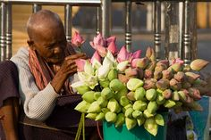 Google Image Result for http://www.ricardodemattos.com/images/Old_Cambodian_Selling_Flowers_at_the_Temple_Door.jpg