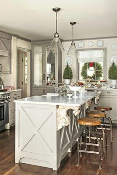 Our Favorite Christmas Kitchens: Company-Ready Kitchen
