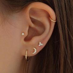 "Dainty trio CZ cluster stud with a ball screw-back in 16 gauge. This 925 sterling silver trio cluster stud is suitable for ear cartilage, helix, conch or lobe piercings. Bar gauge: 16g Bar Length: 6mm(1/4"") 