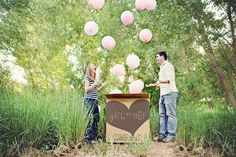 Gender reveal parties are very popular. Check out these fantastic gender reveal party ideas to help you plan your own party. Will it be a boy or girl? Gender Reveal Photos, Gender Reveal Balloons, Baby Kind, Baby Love, Baby Baby, Pic Baby, Gender Announcements, Boy Announcement, Pregnant Announcements