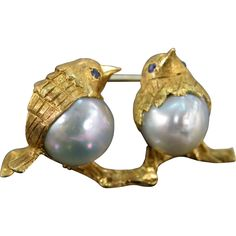 18 K Vintage Sapphire & Baroque Pearl Birds Brooch Yellow Gold.
