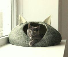 Cama de mascotas / Cat bed - Cueva del gato - gato casa - cama de gato de lana afieltrada a mano ecológico - oscuro verde y natural blanco