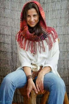 Bo-M I love love the colors she uses and the things she crochets! Crochet Poncho, Knitted Shawls, Crochet Scarves, Crochet Designs, Knitting Designs, Crochet Patterns, Loom Scarf, Crochet Accessories, Beautiful Crochet