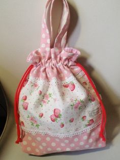 """How to make a dressing bag"" – Bags Small Drawstring Bag, Drawstring Backpack, Changing Bag, Diy Handbag, Simple Bags, Purse Patterns, Kids Bags, Knitted Bags, Bag Accessories"