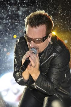 Celebrate the fifty-second birthday of Bono with this fantastic U2 playlist. Click image to listen.