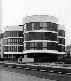 """Case per """"evoluti"""" sposini del '61, in via Gavirate, progettate da Bruno Morassutti, Angelo Mangiarotti e Aldo Favini (Milano, 1959-62). Beati loro che avevano un mercato con tali offerte e potevano permettersele."""