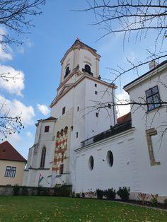 Püspökvár San Francisco Ferry, Hungary, Notre Dame, Mansions, House Styles, Building, Travel, Viajes, Manor Houses