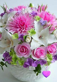 Solve Colors jigsaw puzzle online with 117 pieces Sugar Flowers, Fresh Flowers, Silk Flowers, Paper Flowers, Beautiful Flowers, Ikebana, Beautiful Flower Arrangements, Floral Arrangements, Flower Crafts
