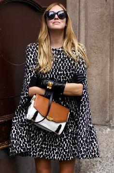 Will you rock a cape in the fall like fashionista Chiara Ferragni? Mode Chic, Mode Style, Looks Style, Style Me, Girl Style, Classic Style, Look Fashion, Womens Fashion, Fashion Trends