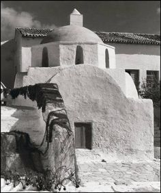 Photo by Herbert List. Island of Mykonos. Mykonos Island, Mykonos Greece, Santorini, Herbert List, Old Time Photos, Old Pictures, Greece History, Myconos, Magnum Photos