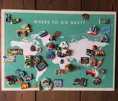 Souvenir Magnete zeigen an - Ideen zu Souvenirs Souvenir Display, Postcard Display, Souvenir Ideas, Travel Gallery Wall, Travel Souvenirs, Displaying Collections, Travel Memories, Photo Instagram, Photo Displays