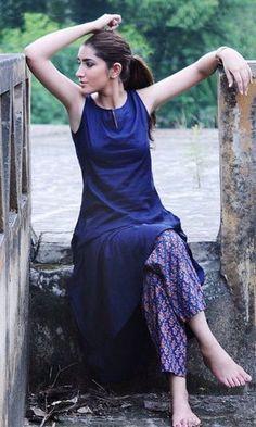 Unusual Pairing ideas to make ethnic wear look chic modern - beautybrainblisss Salwar Designs, Kurta Designs Women, Simple Kurti Designs, Indian Attire, Indian Ethnic Wear, Pakistani Dresses, Indian Dresses, Western Dresses, Estilo India