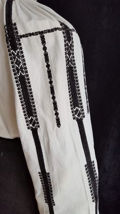 Folk Costume, Costumes, Embroidered Clothes, Romania, Blackwork, Diy And Crafts, Anthropologie, Cross Stitch, Embroidery