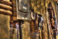 Oblivious Haunted House - great corrosion look, includes walk thru video on Halloween Forum Alien Halloween, Halloween Forum, Halloween Haunted Houses, Halloween Stuff, Halloween Ideas, Haunted Trail Ideas, Haunted Props, Haunted House Pictures, Electric Box