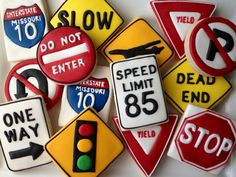 1 Dozen Road Sign Cookies by SugaredHeartsBakery on Etsy Boy 16th Birthday, Birthday Cakes For Teens, Cars Birthday Parties, Cool Birthday Cakes, Birthday Cookies, Galletas Cookies, Cupcake Cookies, Cupcakes, Fancy Cookies
