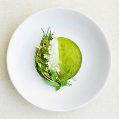 """Art on a plate created by 💚 Salted """"Skrei"""" cod / crème of smoked mussels / steamed Zeeuwse oyster / agretti / bounty / green apple juice with lovage 📸 Share your creation with and get featured in our culinary feed. Gourmet Food Plating, Food Plating Techniques, Gourmet Recipes, Healthy Recipes, Restaurant Recipes, Creative Food, Food Presentation, Food Design, Food Styling"""