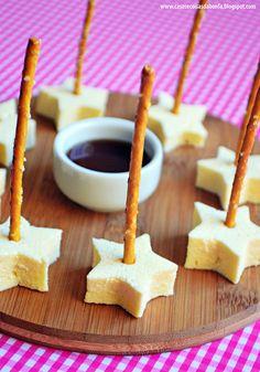 Queijo Coalho com palitinho salgado e melado. Petisco fácil, fofo e gostoso!